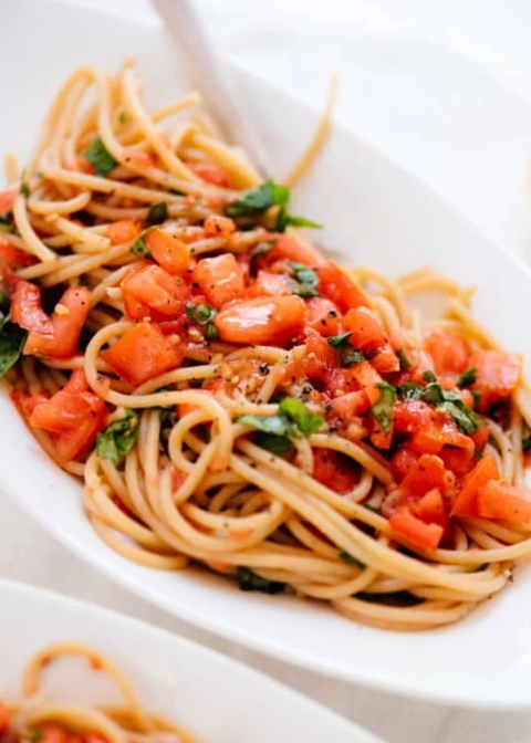 Spaghetti with Fresh Tomato Sauce from CookieandKate.com